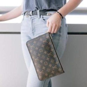 Auth Louis Vuitton NEW neverfull beige wristlet